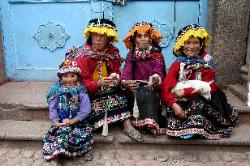 Quetchua women at the Pisac market, Andes Mts