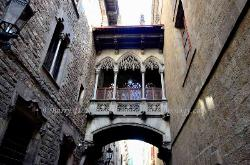 Passageway between buildings, the Barri Gotic quarter, Barcelona, Spain