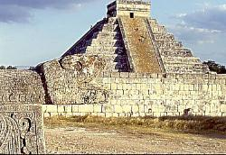 Pyramid of Kulkulcan, Mayan site of Chichen Itza, Mexico