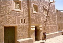 Building with traditional designs, Agadez, Niger